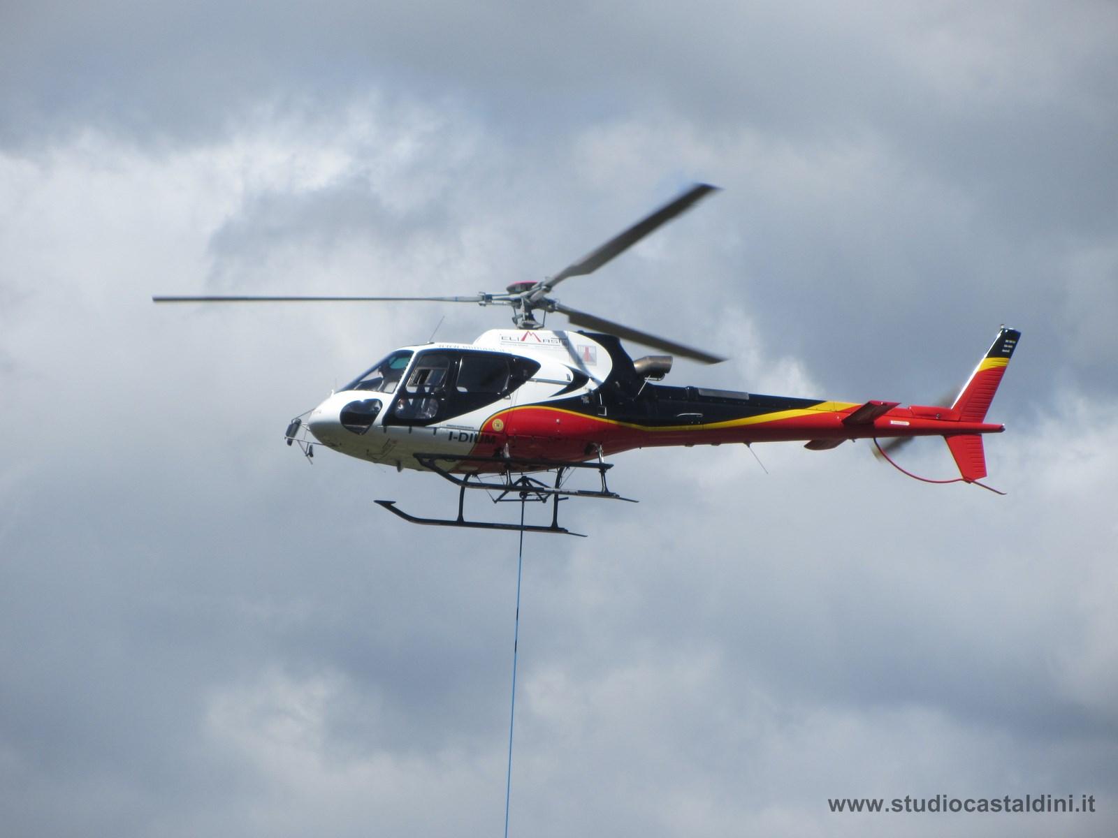 Elicottero Ecureuil B3 in azione.